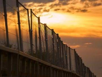5 People With Stunning Border ESCAPE Stories!