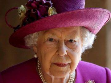 Foods The Queen Forbids The Royal Family From Eating!