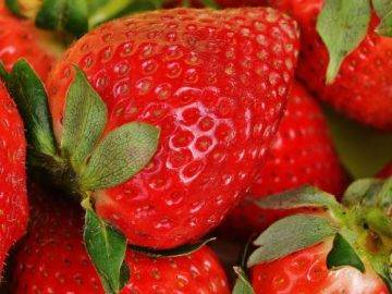 Why You NEED To Soak Strawberries In Salt Water (Remove Worms)