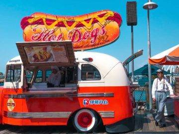 Top 12 Bad Things About Food Trucks That'll Give You Second Thoughts!
