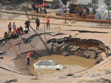 How To Survive A Massive Sinkhole!