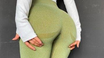Top 18 Reasons Why Women Are OBSESSED With Yoga Pants!